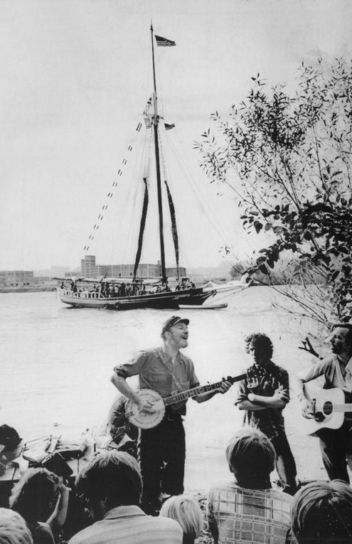 For Seeger, Years of Singing and Sailing to Save His Hudson River